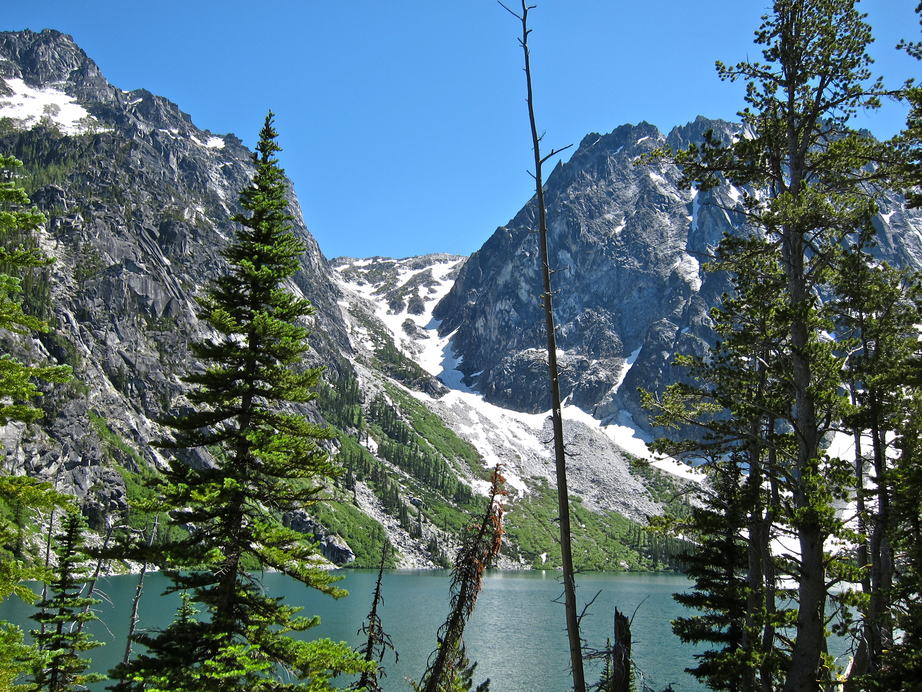 Lake Colchuck, Aasgard pass (center), Dragontail Group (right)